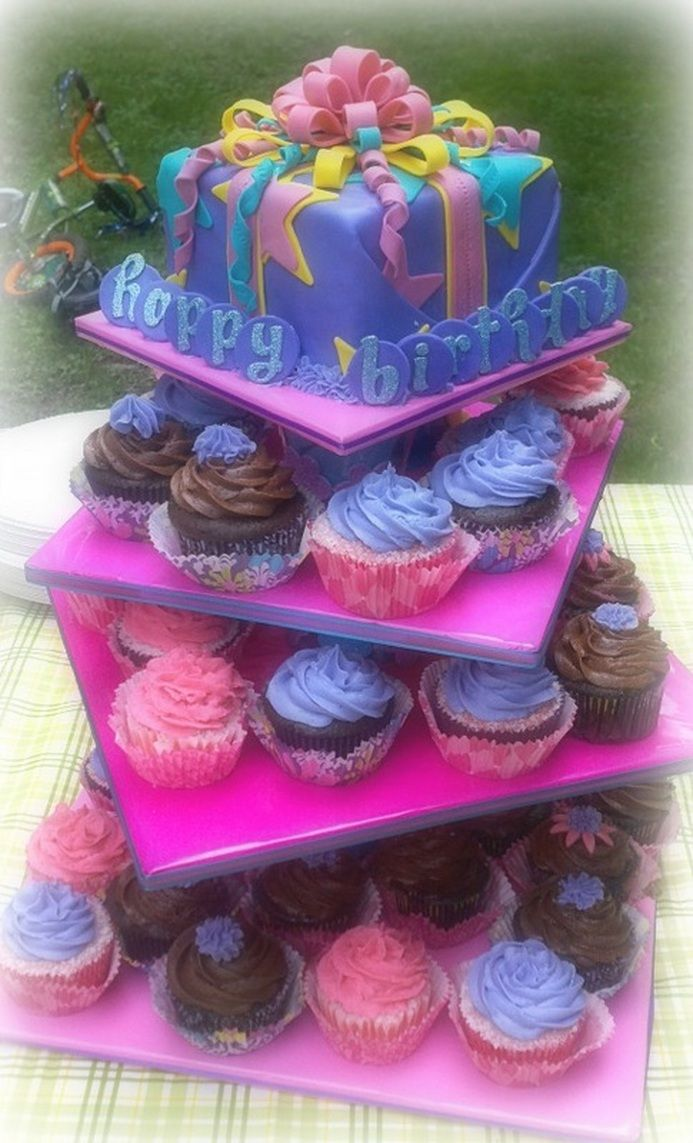good 1st bday? birthday boy or girl get top cake everyone else gets cup cakes...pretty neat!!