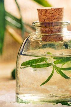 Rezept mit nur 3 Zutaten: Belebendes Massageöl, die duftenden Wirkstoffe des Massageöls beleben und regen die Sinne wieder an ...