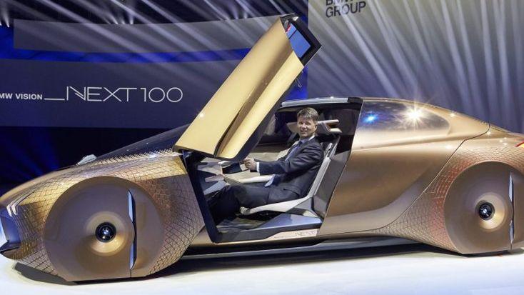 Depois de já ter atingido a marca dos 100 mil carros eléctricos e electrificados vendidos em menos de um ano, a marca da hélice estipulou já novo objectivo: 500 mil unidades, até 2019. http://observador.pt/2017/12/29/bmw-quer-vender-500-mil-ev-e-hibridos-ate-2019/
