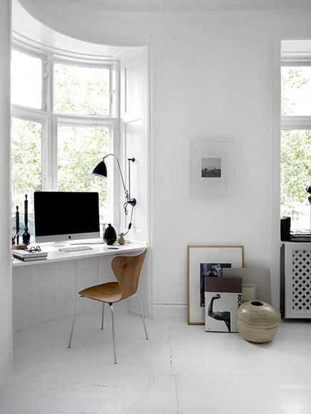 Monochrome woonkamer | Inrichting-huis.com Werkruimte in woonkamer