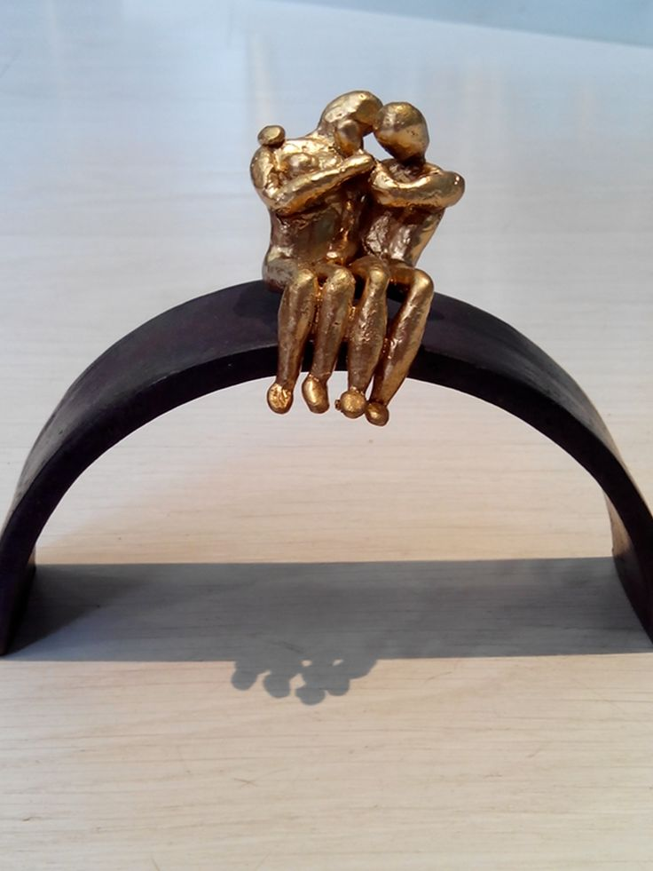 The kiss. Casted bronze