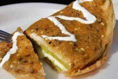 Nopales Azteca.-12 nopales tiernos 6 rebanadas de queso manchego o panela 1/4 de cebolla en trozo 1 diente de ajo sal al gusto 1/2 taza de harina 4 claras 4 yemas 1 1/2 taza de aceite.