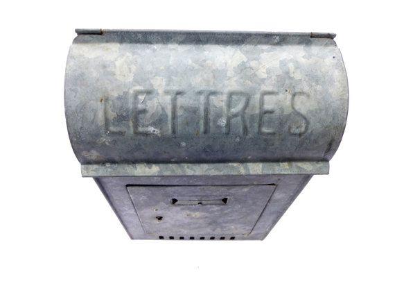 Ancienne boite à lettres française en métal par LeGrenierDeFrancine