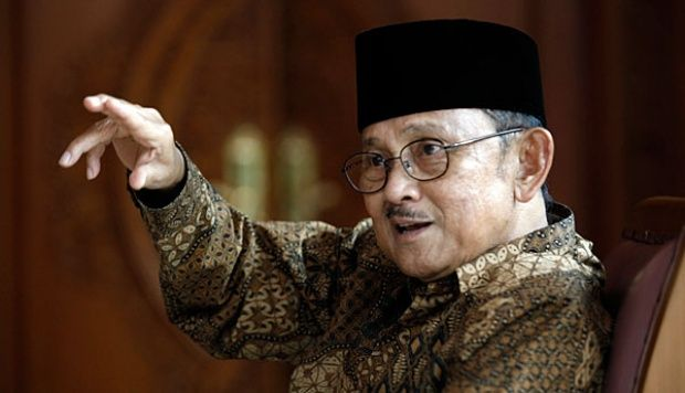WinNetNews.com - Mantan Presiden Bacharuddin Jusuf Habibie dikabarkan meninggal banyak membuat netizen terkejut. Tapi ternyata berita itu tidak benar alias Hoax. Situs pencari Google merekam 20 ribu pencarian yang dilakukan netizen mengenai topik ini. Pesan berantai berisi hoax tersebut rupanya baru