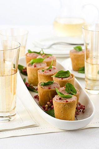 Bicchierini tiepidi con mousse di prosciutto Una ricetta a base di una crema delicata ed elegante facile da preparare ma di grande impatto