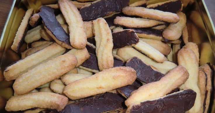 ca. 60 stk 225 g mel 100 gRen råmarcipan 200 g Margarine 90 g Sukker Revet skal af 1 appelsin pynt : 100 g smeltet chokolade ...