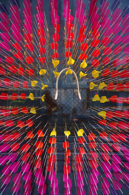 Patterns. Visual advertising for Louis Vuitton. Photo by Allthotta, via Flickr. #Bullseye #Arrows #Colorful