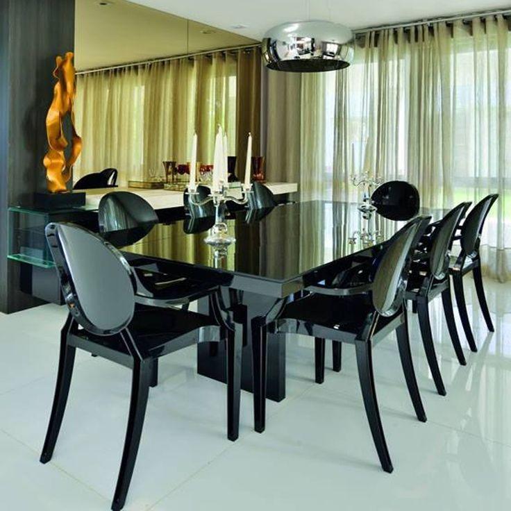 Preta, branca ou transparente? Philippe Starck acertou em cheio ao criar esta belezinha! Praticamente um coringa cabe em qualquer lugar!