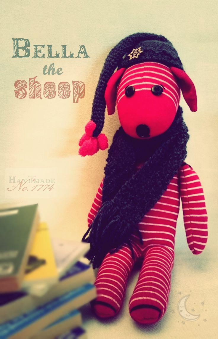 socks animal - Sockentier - Socke - Kuscheltier - Schaf - Kind - Baby - Handmade - sheep - Schäfchen zählen - Schlaf - Traum - Rasenmäher - Retro - Mütze - Schal - rot weiß
