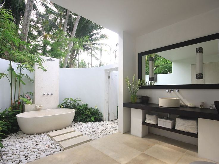 17 Best images about Outdoor showers + Baths on Pinterest Gardens