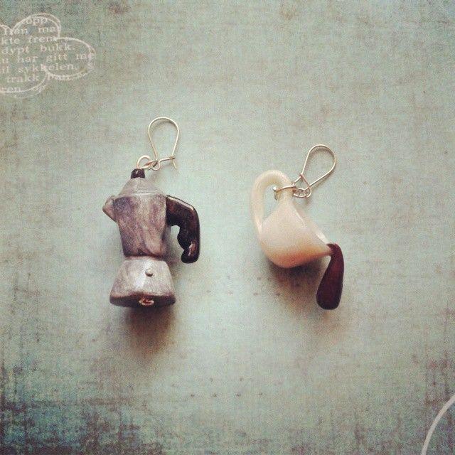 Pendientes cafetera y café cayendo. #fimo #jewellery #handamade #pendants #coffee