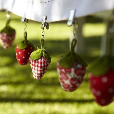 6 Strawberry Tablecloth Weights - I totally need these!