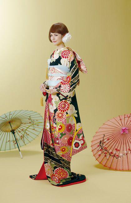 お引きずり姿にきゅん♡日本の伝統花嫁衣装「引き振袖」が美しい!にて紹介している画像(For おっきー)