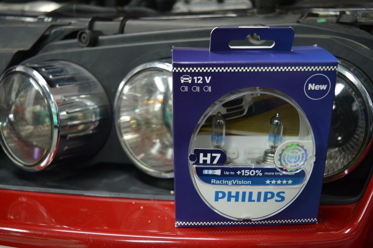 In this test We Blog Any Car will be trying out the new Philips Racing Vision H7 headlight bulbs from Euro Car Parts, against some normal NEW H7 headlight bulbs.  We thought it was only fair to test them against some brand new bulbs instead of the original ones in the car. New normal H7 bulb below.