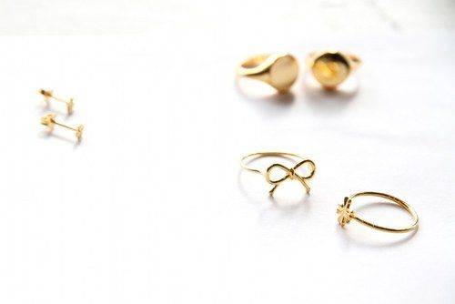 Dainty gold rings.: Jewels Galore, Delicate Jewelry, Dainty Jewelry, Jewelry Accessories, Pinkloulou Rings, Jewels Thingamabobs, Gold Rings, Bow Rings, Photo