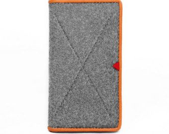 Description: Passport holder, business card case. Feature: 1) Holds your common access card, ID card, passport etc. securely. 2) Put your frequently-used cards in it for convenient viewing. This simple but yet modern sleeve made of 100% natural wool felt which is 3-4mm thick. It provides the perfect protection from dust, scratches and light impact damage.  Wool is a 100% natural material that sheds water and can protect your equipment like few other materials. Its a sustainable material that…
