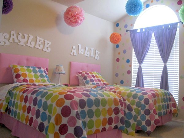 Cute girls bedroomPolka Dots, Girls Bedrooms, Kids Room, Diy Fabrics, Wall Decals, Girls Room, Pom Pom, Easy Diy, Fabrics Wall