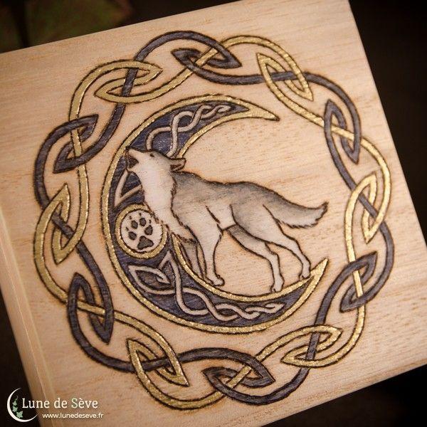 """Coffret en bois orné à la main, totem du loup gris - """"Appel Sauvage"""" #Spiritual #Art"""