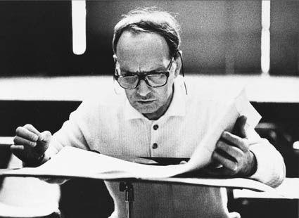 Ennio Morricone - Autor, compositor y director de las mas bellas bandas sonoras del cine mundial http://tny.gs/AgMpuu