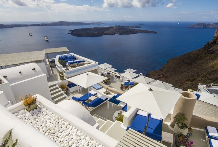 Mesmerizing views of the Aegean from each of our hotel's five distinctive levels...