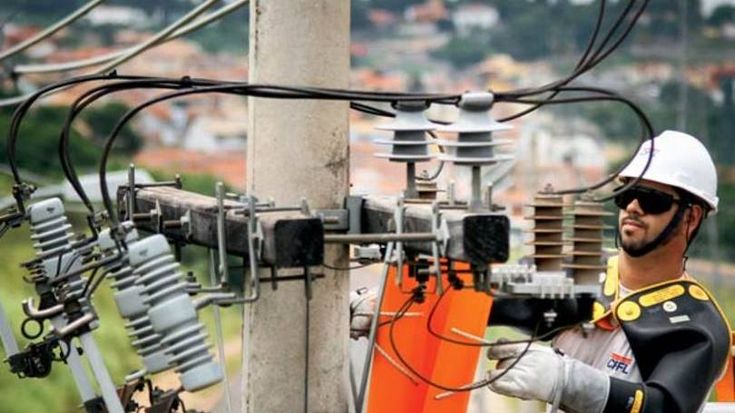 A Agência Nacional de Energia Elétrica (Aneel) propôs um reajuste médio de 15,15% nas tarifas da CPFL Paulista. Para consumidores conectados em alta tensão, o aumento seria de 14,06%, e para a baixa tensão, 15,77%. A proposta de reajuste diz respeito ao quarto ciclo de revisão tarifária da...
