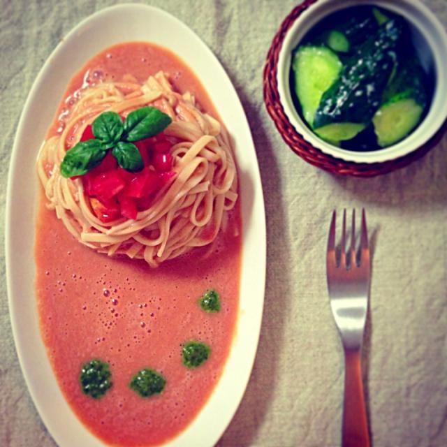 *トマトジュースと豆乳のトマトクリーム冷製うどん 自家製ジェノベーゼ *麹酢の即席キュウリピクルス  最近トマトジュースが便利でよく使います笑 - 203件のもぐもぐ - 今日の夜ご飯 by aiko0111
