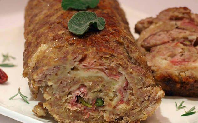 La ricetta del polpettone di carne napoletano è una vera specialità partenopea che viene preparato soprattutto come secondo piatto domenicale