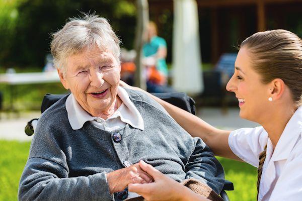 Hartverwarmend nieuws over de 93-jarige Riet van der Pol. De bejaarde dame mag nog minimaal een jaar van het leven genieten.