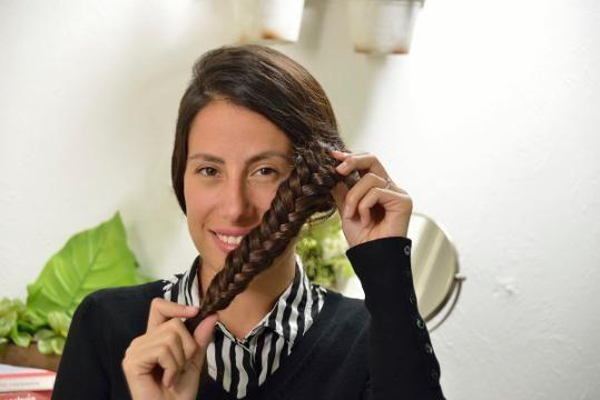 Dale una variante a tu clásica trenza con esta opción, la cola de pescado o de sirena es muy fácil de hacer y sobre todo muy original. ¡Que esperas para intentarlo! Tips Belleza, Dreadlocks, Hair Styles, Beauty, Blog, Ideas, Fashion, Easy Hairstyles, How To Make