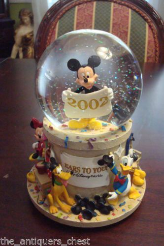 2002-Ears-To-You-Snowglobe-Exclusively-for-the-Walt-Disney-World-theme-parks-a6