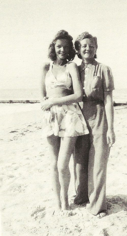 jordan white and Hollywood Bacall     Years  her    Lauren air Lauren   Natalie in black   mom Bacall Vintage Mothers   and
