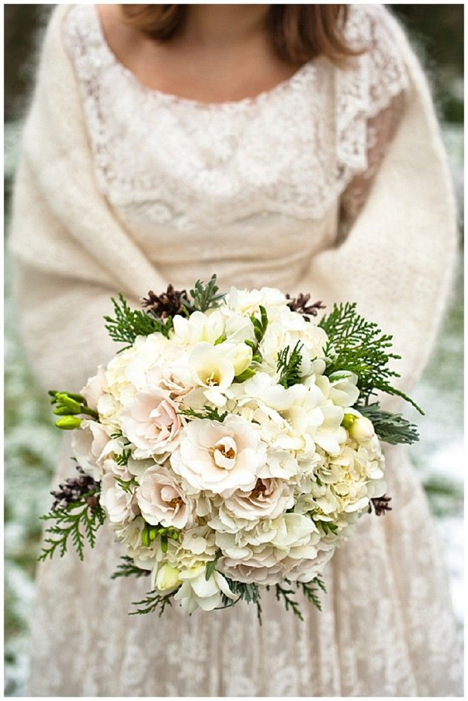 Winter Wedding Bouquets | rustic, vintage, winter wedding - Want That Wedding