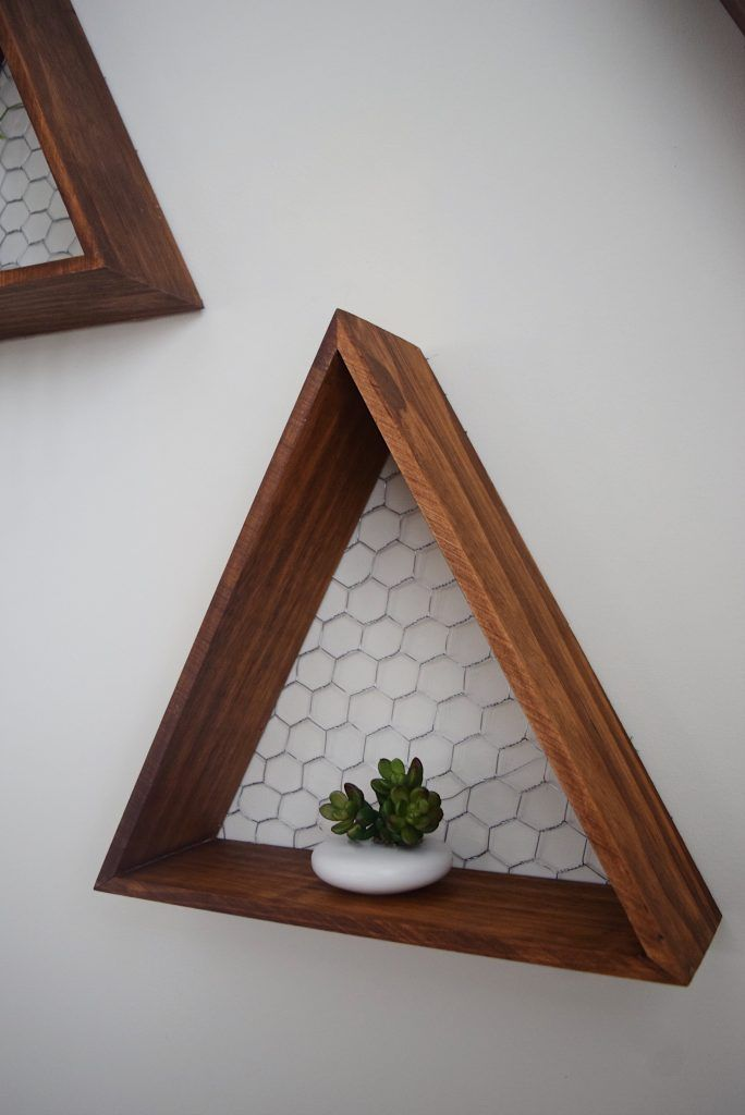 How to build a wooden triangle shelf
