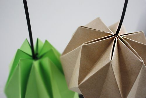 This DIY has been long in the making! I love the graphic look and simplicity, yet I've been hesitant to jump on the origami bandwagon. As the trend has been around for quite some time now and DIYs are getting … Continue reading →