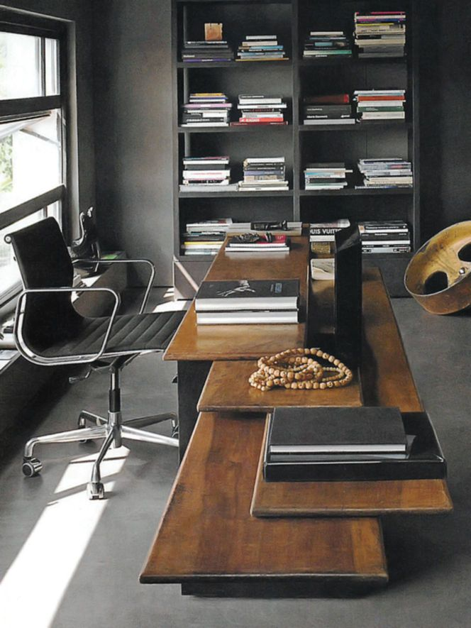 Really kinda like this desk. . The overlying layers of wood. Neat concept. .