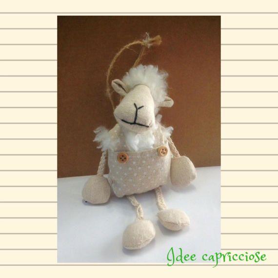 Pecorella in stoffa da appendere idea regalo di IdeeCapricciose