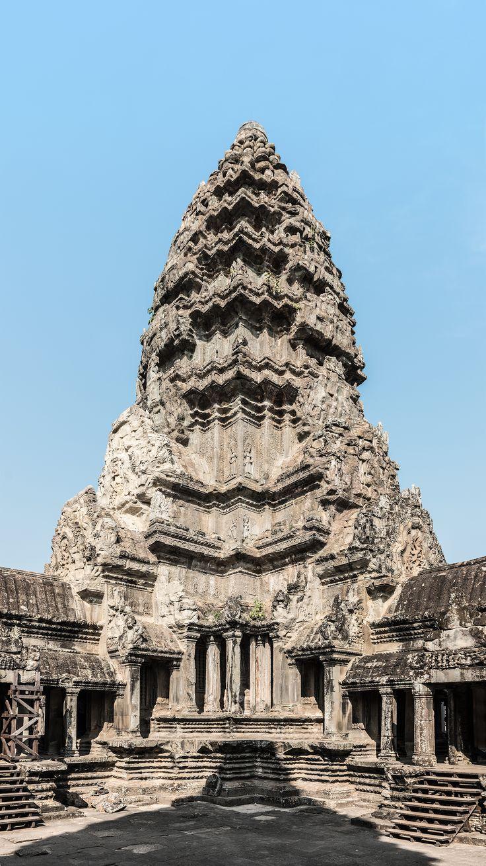 Nordwestlicher Innenturm in Angkor Wat, vom Hauptturm aus gesehen. Die Türme waren ursprünglich mit Blattgold überzogen und funkelten in der Sonne.
