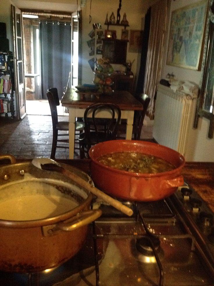 il ragù è pronto la besciamella pure....lasagne di cinta senese