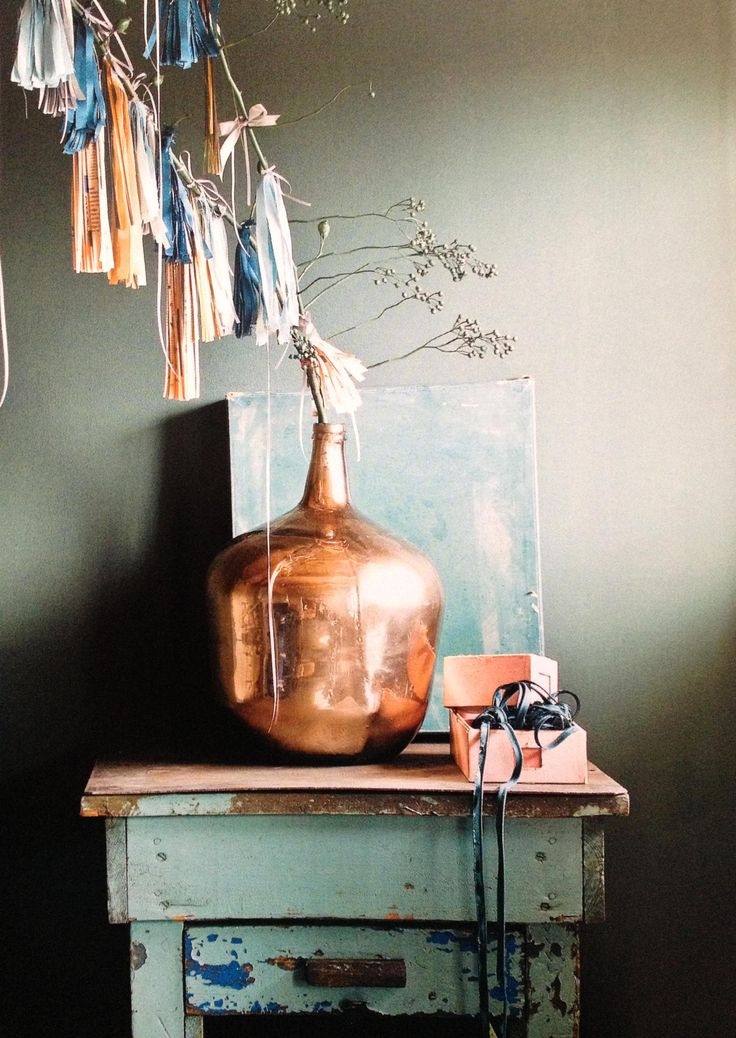 Stunning copper vase atop a vintage side table. Love the color scheme!