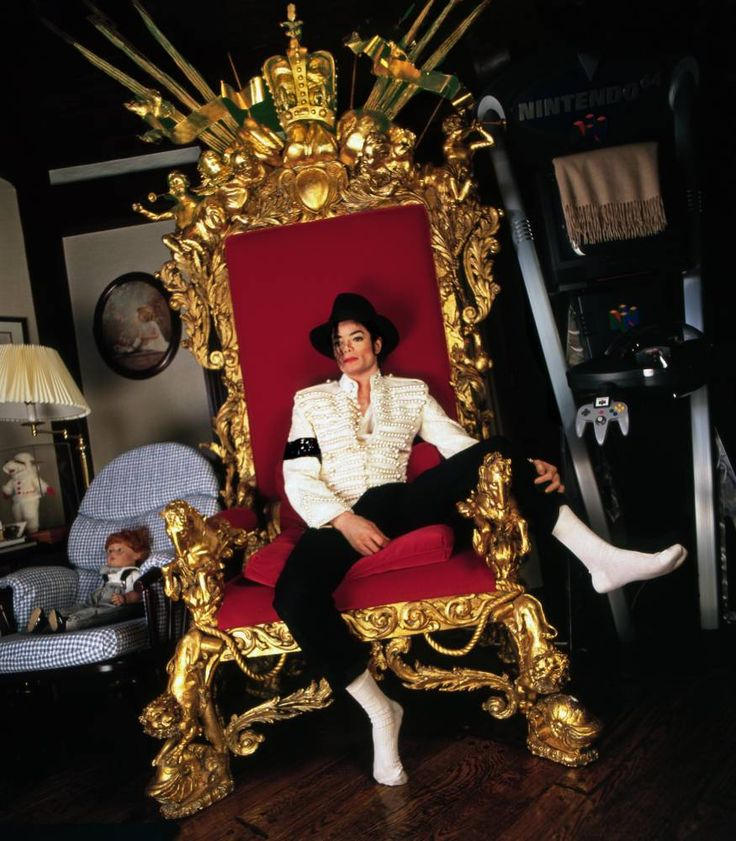 Michael Jackson Photographer, Harry Benson has a documentary coming out in December http://www.mjvibe.com/michael-jackson-photographer-harry-benson-has-a-documentary-coming-out-in-december/