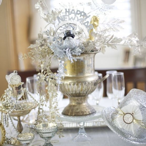 Mixed Metals New Years Party Decor #DIY #Party