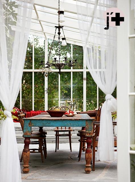 Stunning indoor-outdoor space. Méchant Design