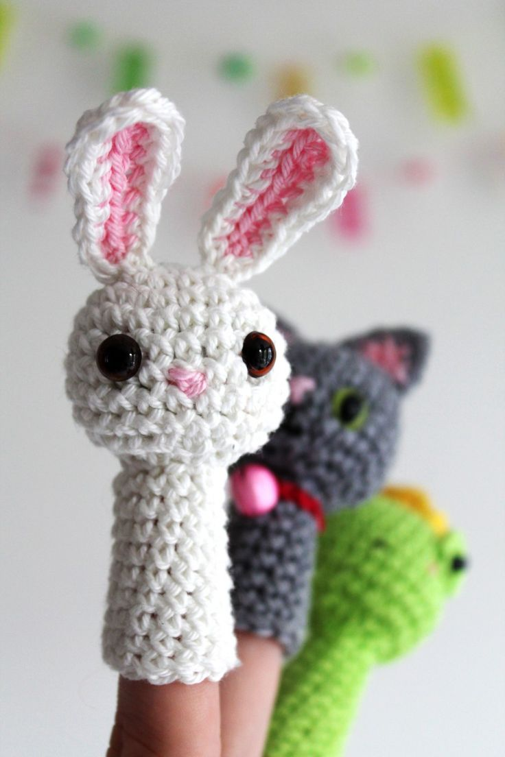 finger puppet family : a crochet pattern by Kirsten from haakmaarraak.nl