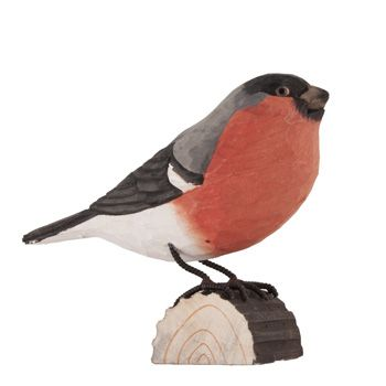 DecoBird Bullfinch is a life-like wooden bird that is carved and painted by hand. With its red breast that shines beautifully against the snow, the bullfinch has become a symbol for Christmas #DecoBird #Bullfinch #Dompfaff #domherre #wildlifegarden.info
