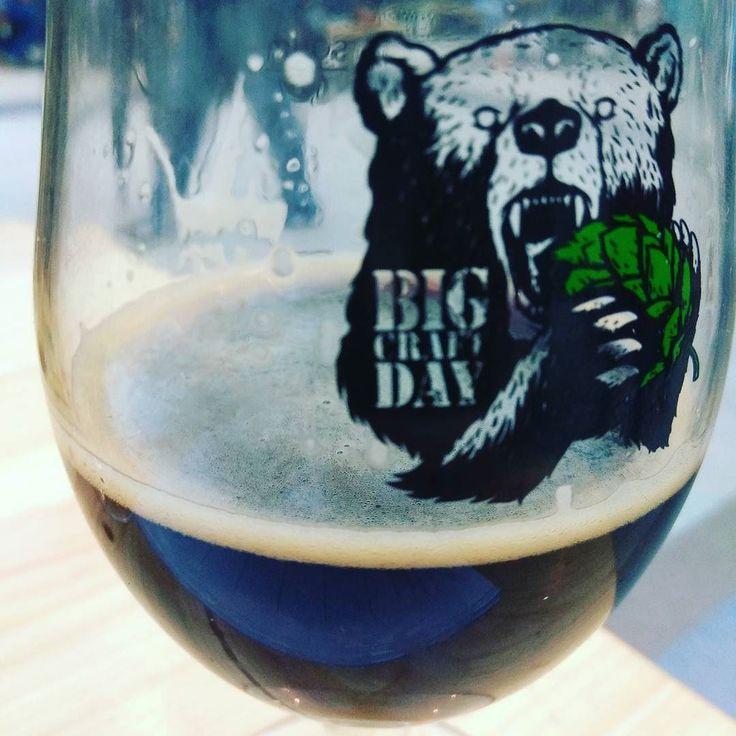 #russianbeer Americano от Августин ABV 5.9 OG 18 IBU 50. Запах отдает сухим копчёным солодом. Тело средней плотности вкус карамельный с жженым сахаром вы послевкусии добавляется дымок и копчёные рёбрышки сухой. Специфично на любителя но в целом неплохо. 5/10. #bigcraftday2017 #пиво #piwo #pivo #beer #beergeek #beersnob #instabeer #beerstagram #bier #beers #beerporn #beertime #beertography #biere #localbeer #ratebeer #beerblog