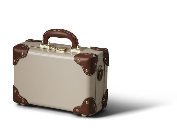 steamline luggage - The Diplomat - Cream Vanity Case
