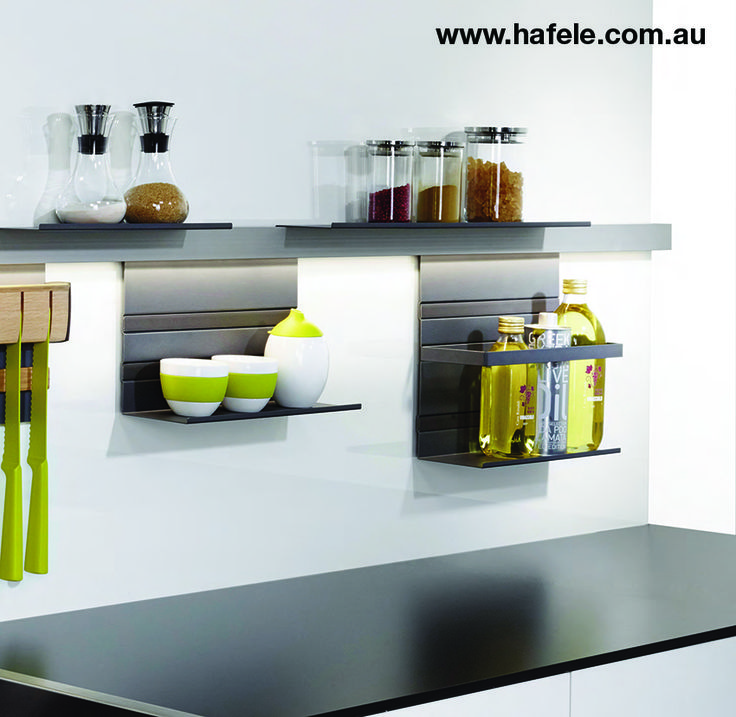 LINERO MOSAIQ: Wide user choice, striking contemporary design: The name sums it up – mix and match the new Linero elements like mosaic stones along the streamlined midway rail. The basic element for this splashback system is an aluminum rail attached to the wall. The storage elements are simply attached above or below the rail – wherever you want them.
