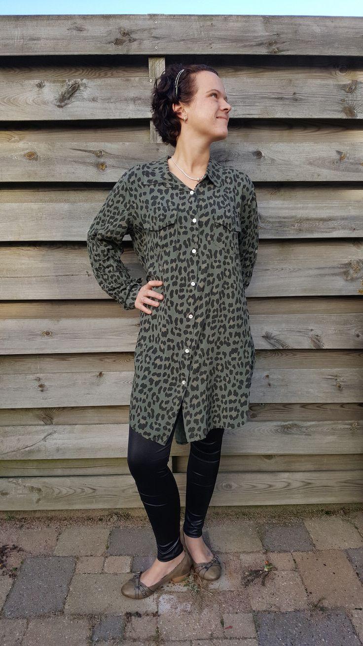 Wauw! Daar zijn ze de blouses met luipaard print in de kleuren groen, blauw en creme! Leuk te dragen met een legging of een broek! www.ebm-shop.nl