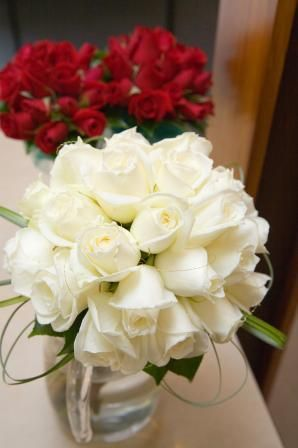 Google Image Result for http://www.nzflower.co.nz/images/wedding_bouquet_roses_feb07_white_bride_red_maids.jpg