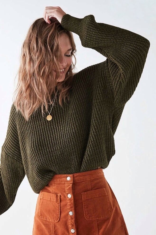 Gros pull en maille et jupe trapèze en velours